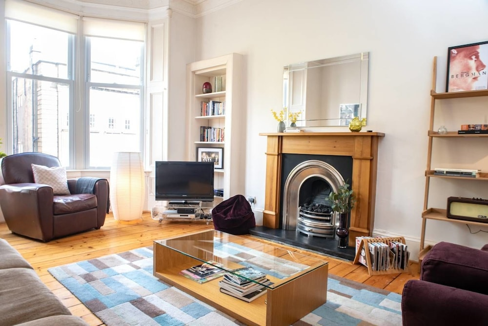 Charming 2 bedroom apt in the Heart of West End