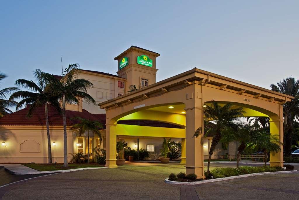 Gallery image of La Quinta Inn & Suites by Wyndham Miami Airport West