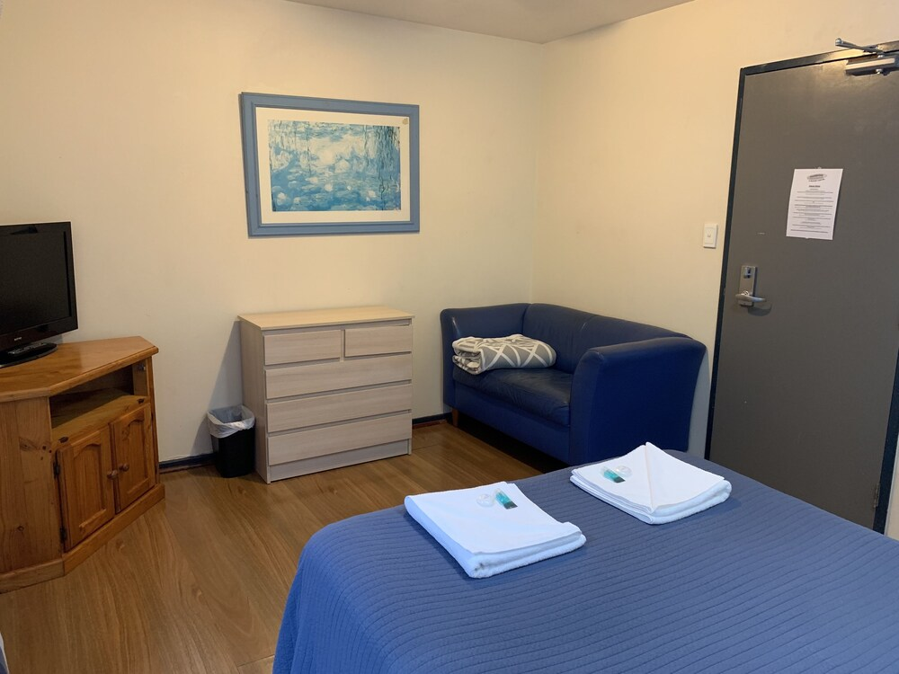 Gallery image of Boardrider Backpackers and Budget Motel