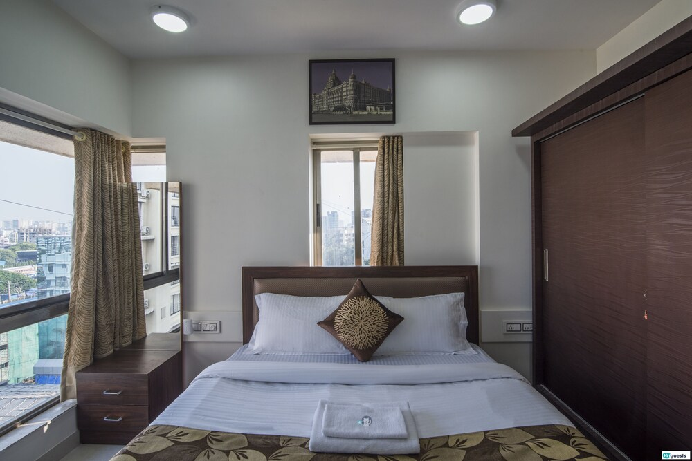 Higuests Vacation Home Khar West