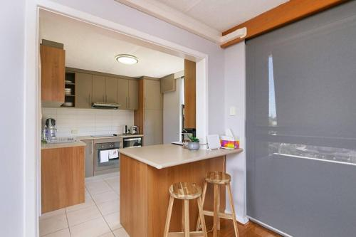 Sophisticated 2 Bedroom Apartment Close To CBD
