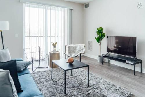 Modern & Spacious 2BR Apartment in Oakbrook including WiFi OAK8
