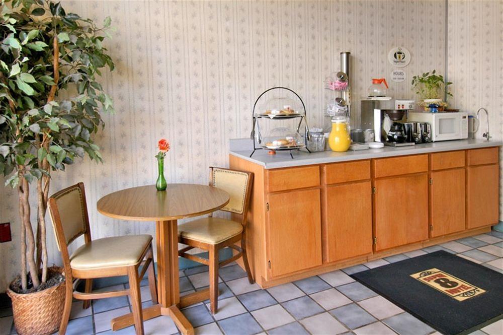Gallery image of Peoria Inn