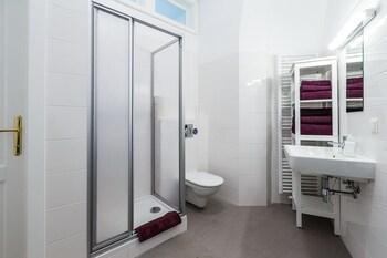 Judengasse Premium Apartments In Your Vienna By Welcome2vienna (جودنگاس پرمیوم آپارتمنتس این یور وین بای ولكوم۲وینا) Bathroom Shower