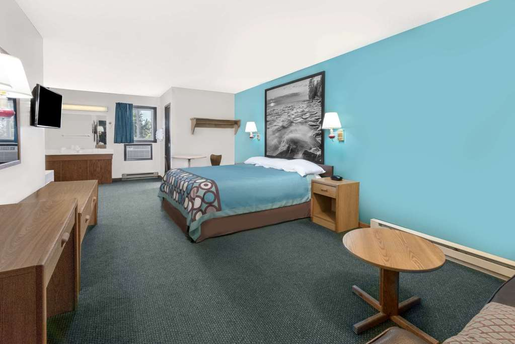 Gallery image of Super 8 By Wyndham Huron