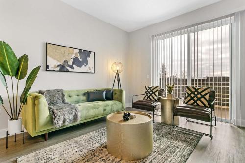 Spotless and Stylish 2BR Apt in Oakbrook with Parking OAK37