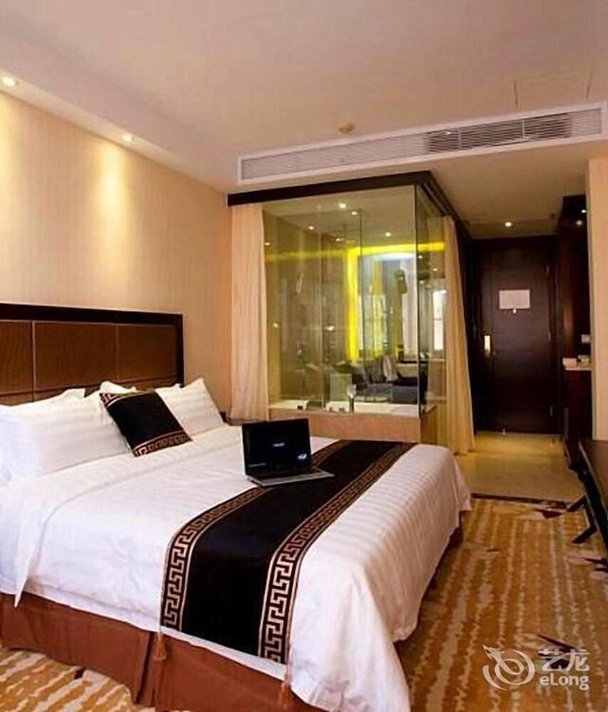 Shenzhen Douhui Fashion Hotel