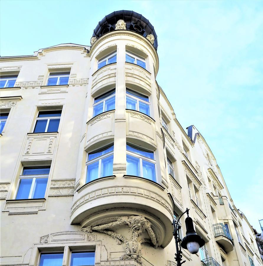 Old Town Square Superior Apartments Valentin