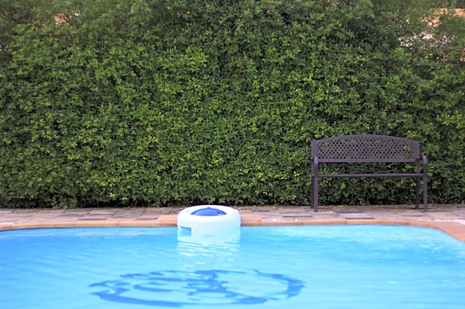 Topaas Resort And Swimmimg Pool