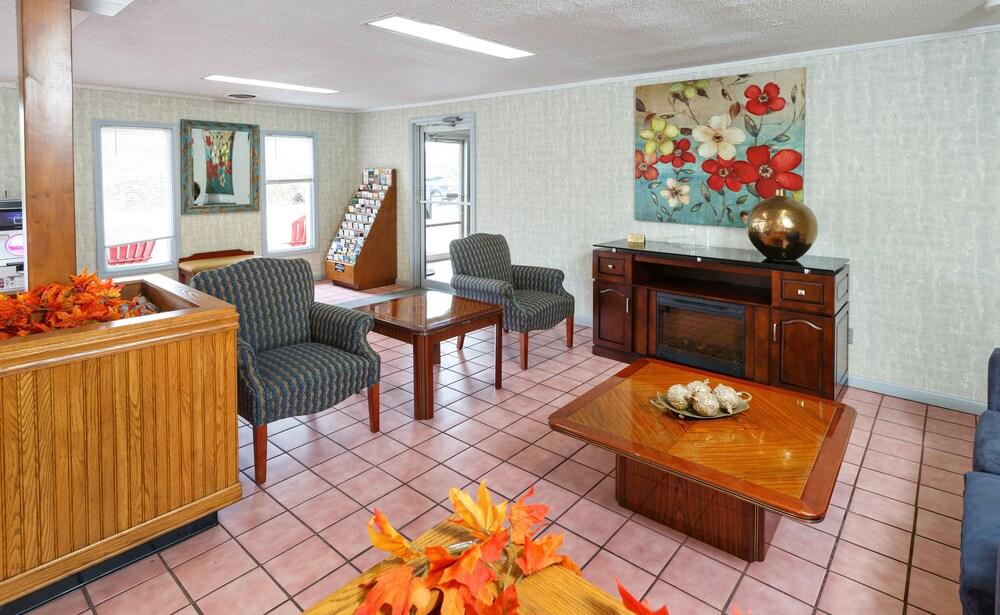 Gallery image of Red Carpet Inn Louisville