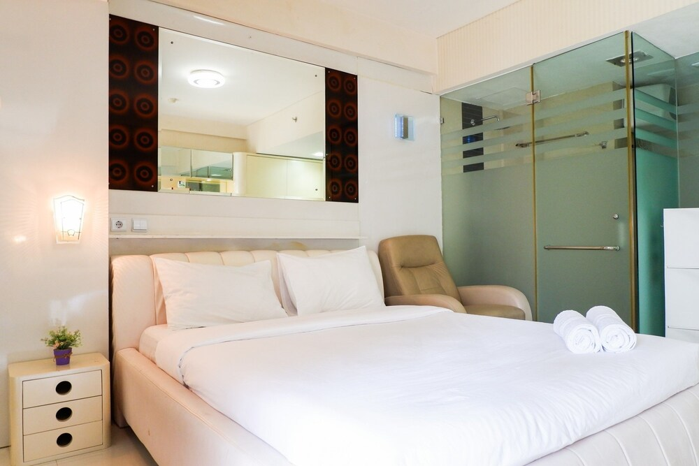 Strategic Location Studio Apartment at Tamansari Sudirman