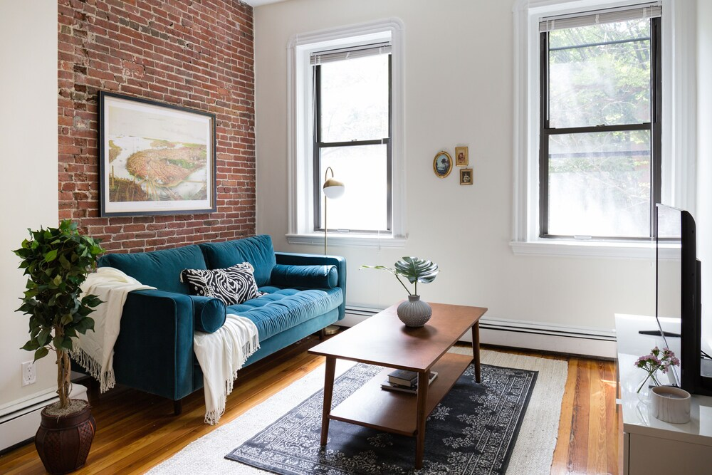 Contemporary South End Suites by Sonder