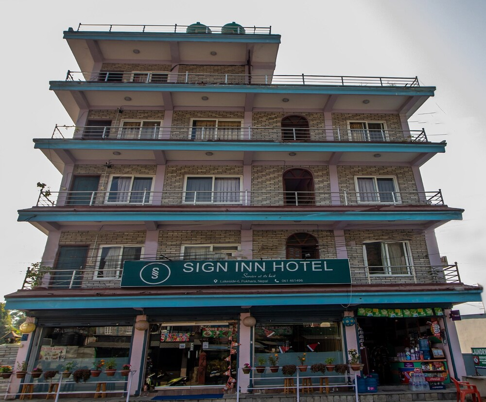 Gallery image of Oyo 193 Sign Inn Hotel