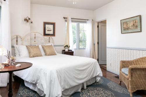 Charming Studio 1 Block to Gorgeous East Beach Hotel Room