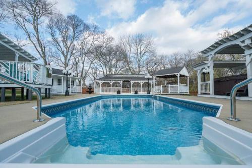 Bachelorette Oasis Salt Pool & Spa 12 Beds 4.5 Baths 6 miles to Broadway
