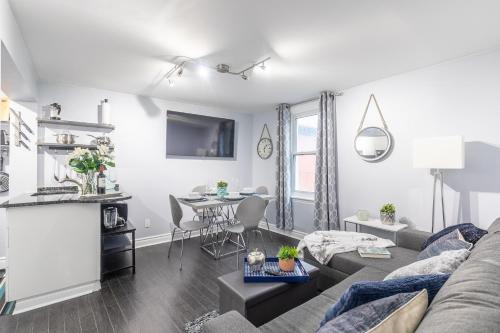 Newly Renovated 2BR Downtown Little Italy