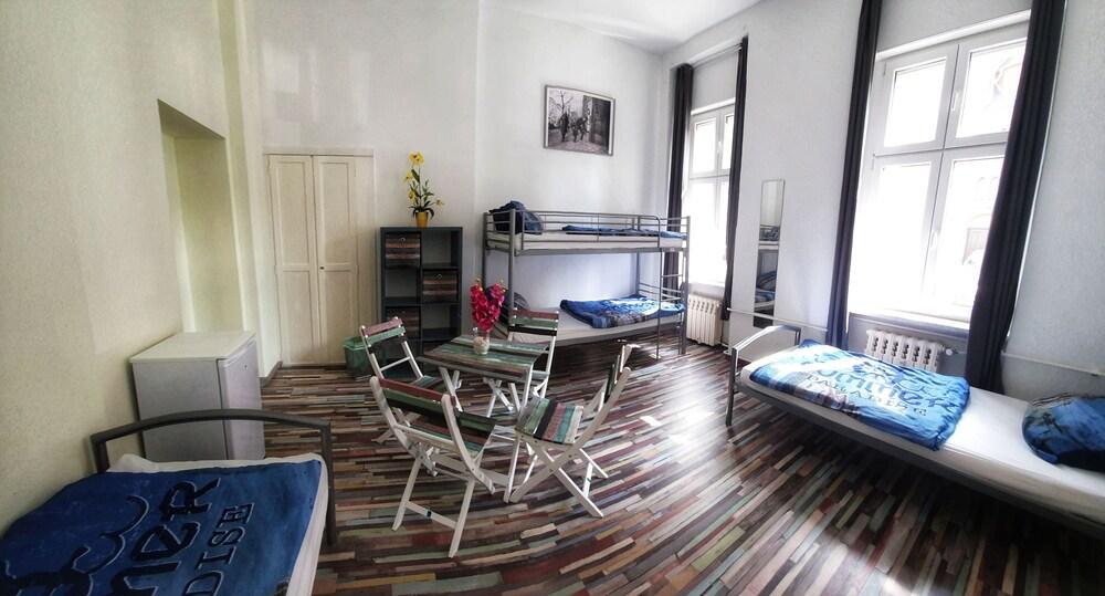 Hostel 199