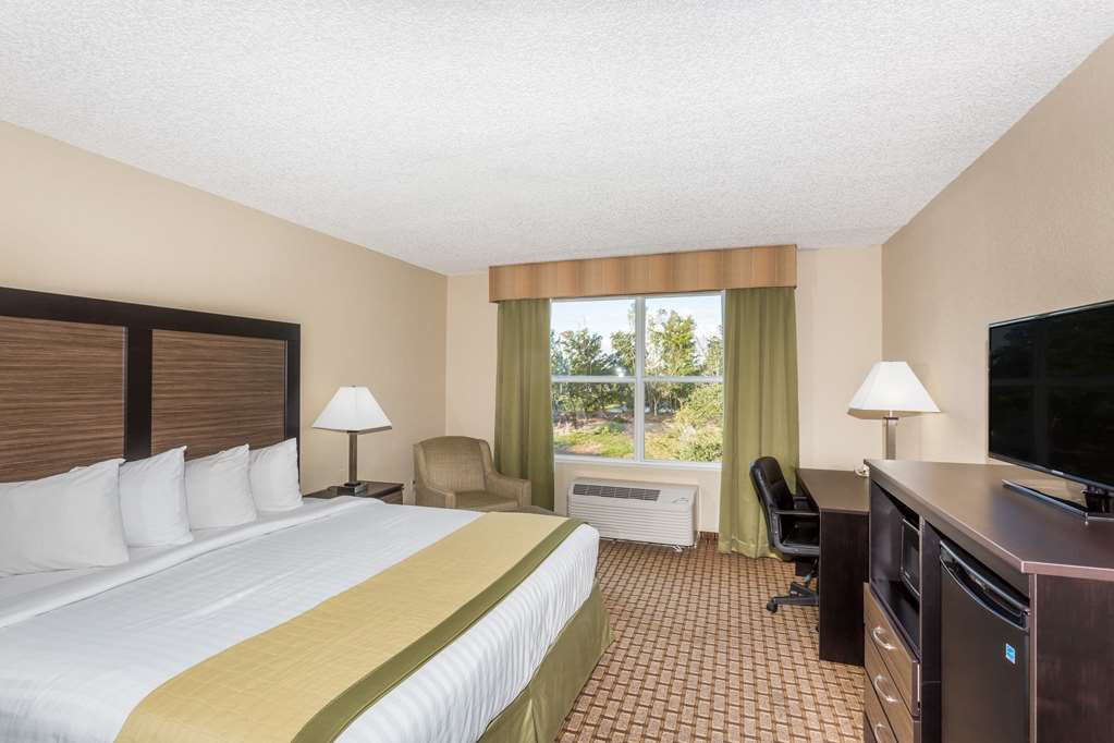 Gallery image of Baymont by Wyndham Fort Myers Airport