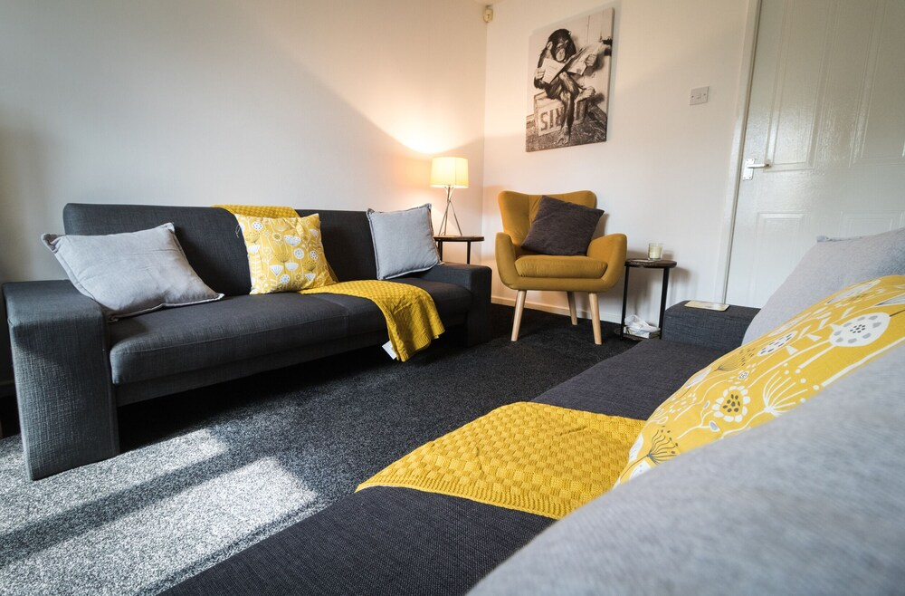 Ideal Home Next to Queens Park Manchester