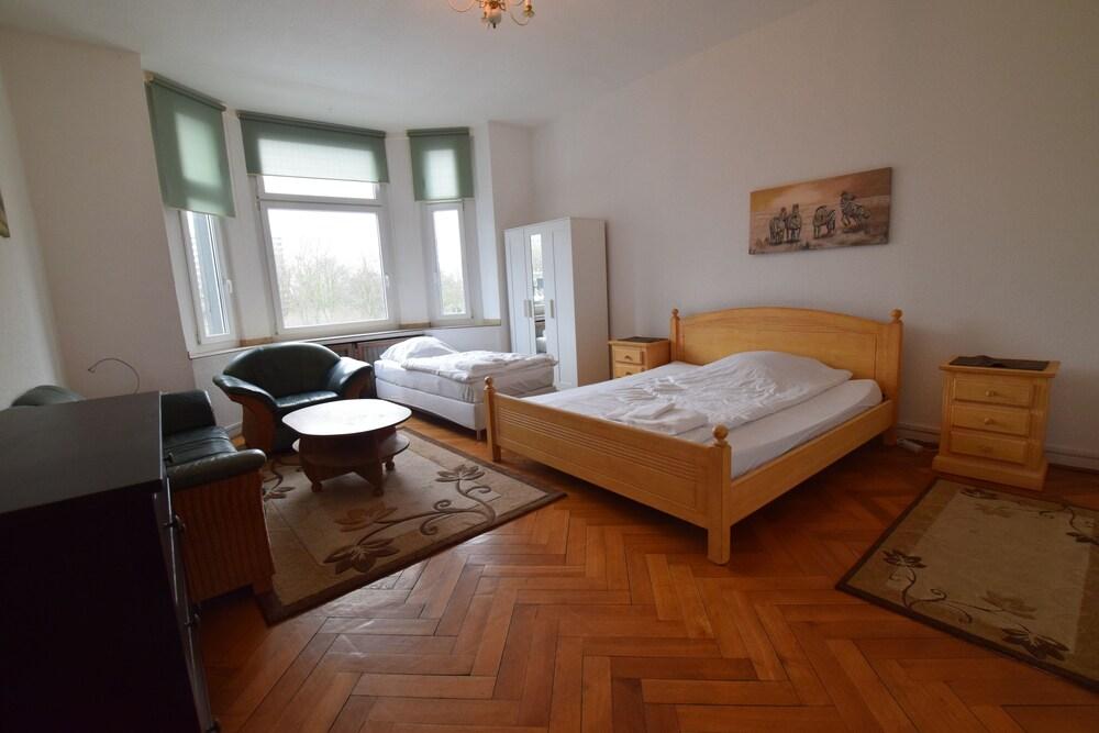 Tolstov Hotels Large 3 1 2 Room Apartment