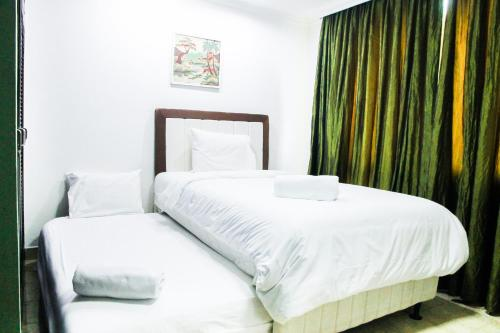 Classy 2BR With Sofa Bed Park Royale Apartment By Travelio