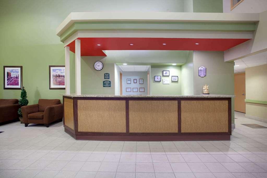 Gallery image of Super 8 by Wyndham Midland
