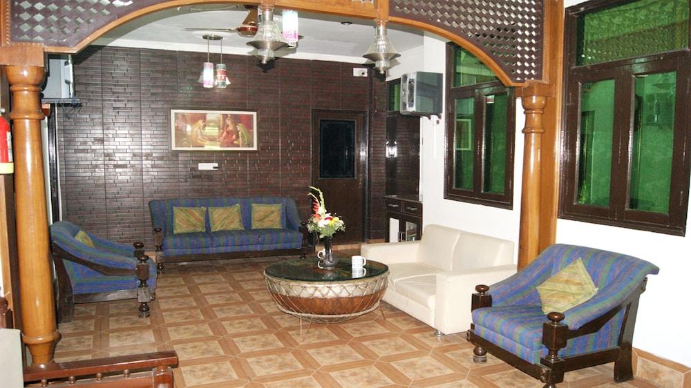Maxfort Guest House Delhi