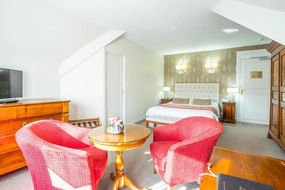 Gallery image of Le Manoir Hotel