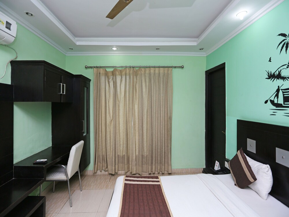 Gallery image of OYO 6895 Hotel Cybercity Rooms & Suites