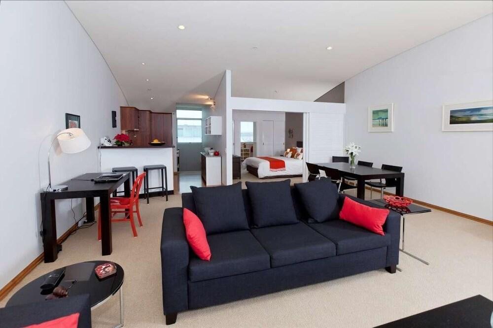 QV Penthouse Apt at Princes Wharf 860