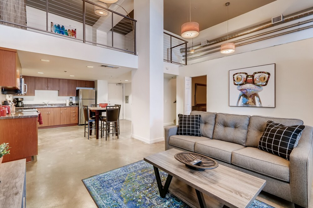 Gorgeous 3 BR Loft In Heart of Gaslamp