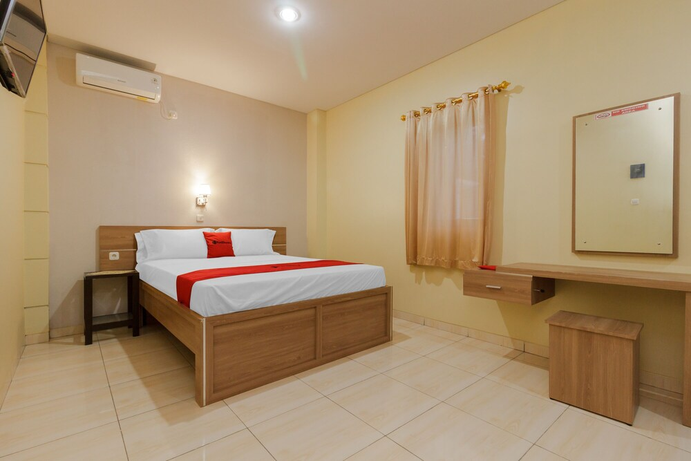 Gallery image of RedDoorz Plus near Pantai Malalayang Manado