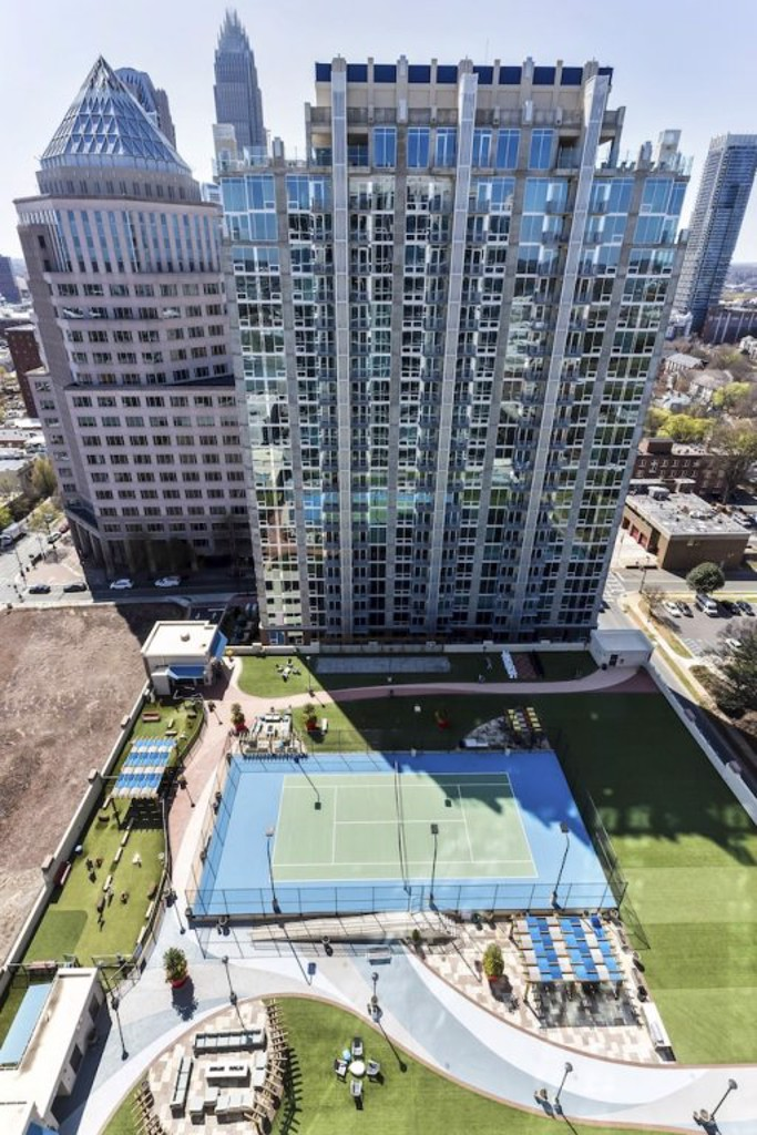 Neat 2BR w Pool Gym in Uptown Charlotte