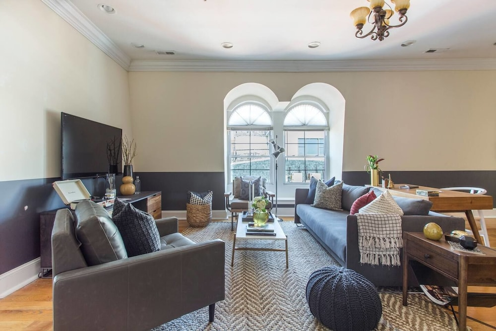 Central 2BR Apt Near Independence Hall by Domio