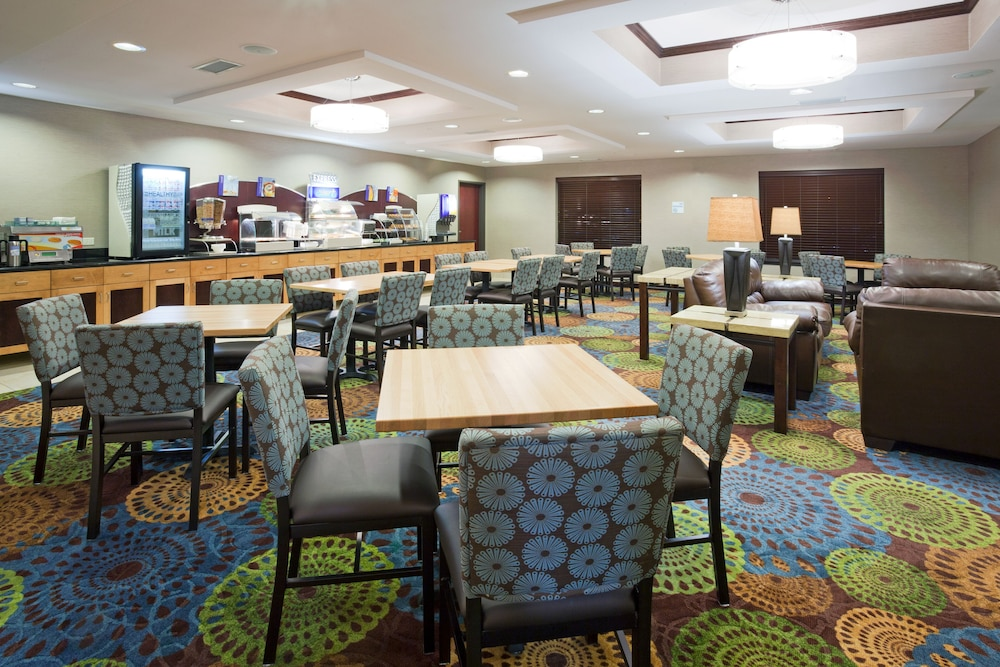 Gallery image of Holiday Inn Express & Suites Rochester West Medical Center