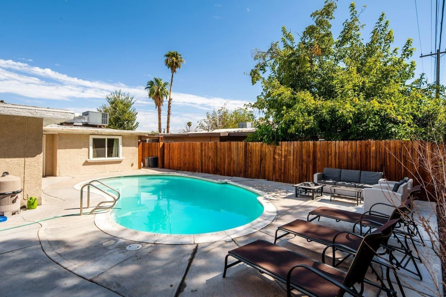 Vibrant in Vegas 4 Bd With Shimmering Pool