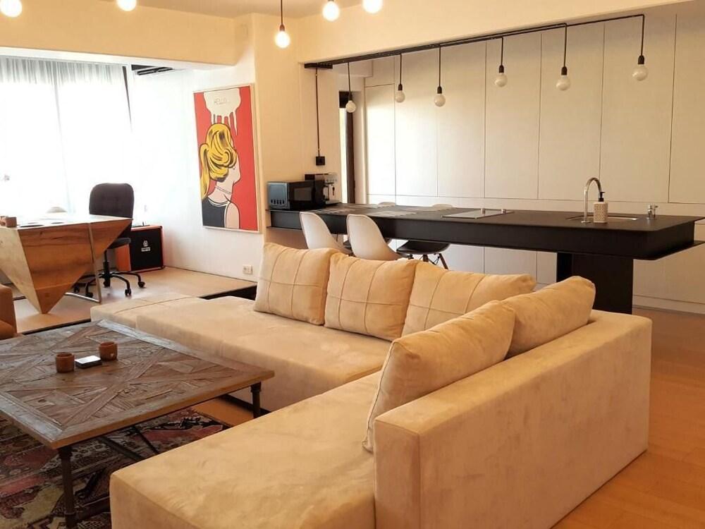 Apartment 52 6th floor