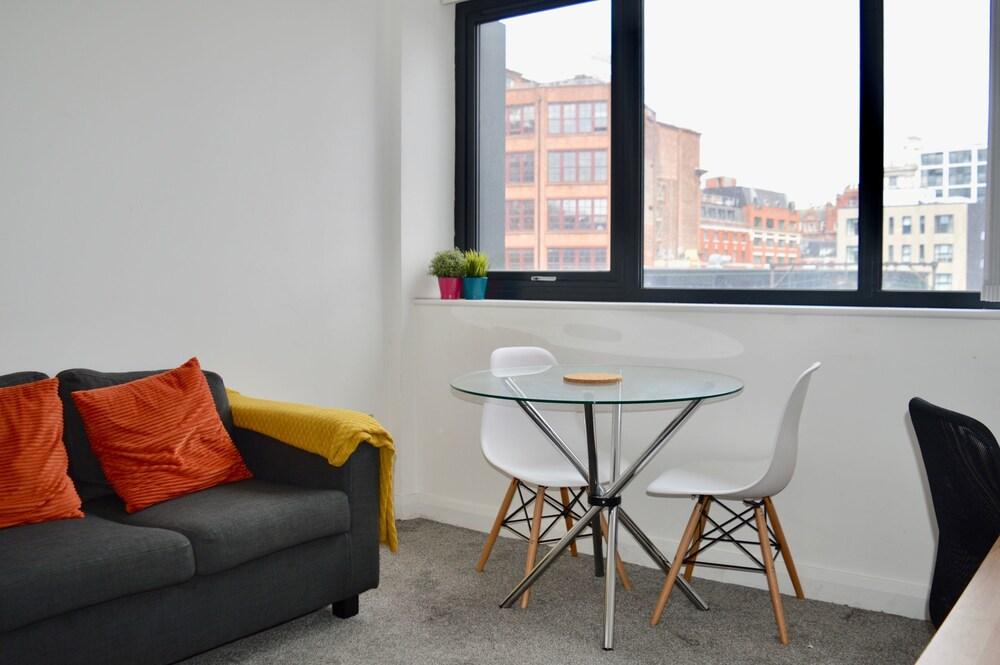Spacious Studio Apartment in Manchester Centre
