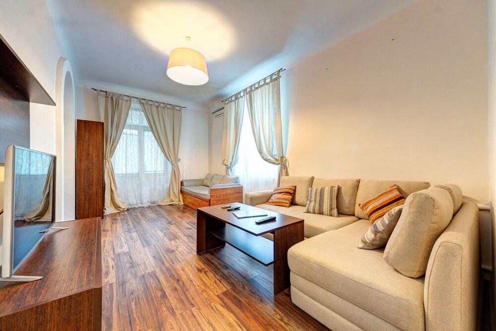 Comfortable apartment Klovs'kyi descent 13