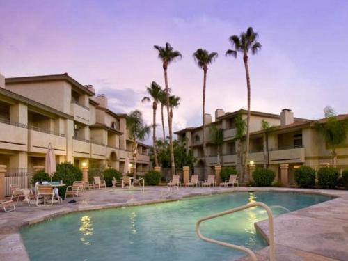 Poolside Condo to 1 of 3 Resort Pool Spa Complexes ALL HEATED & OPEN 24 7 365
