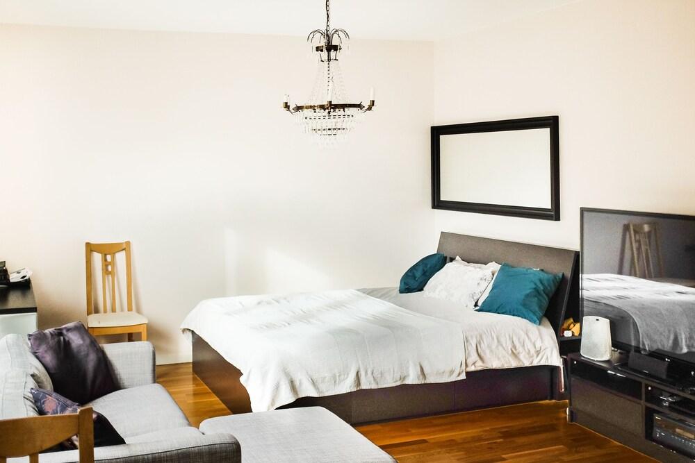 Comfortable Studio Apartment Midsommarkransen