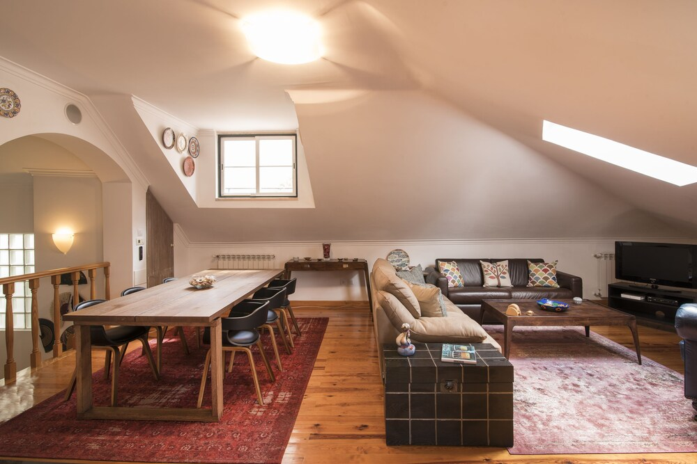 Grand Parliment Duplex by Homing