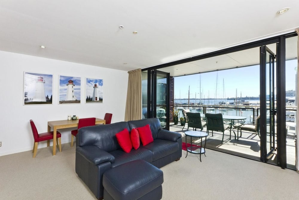 QV Deluxe Waterfront Apartment 498