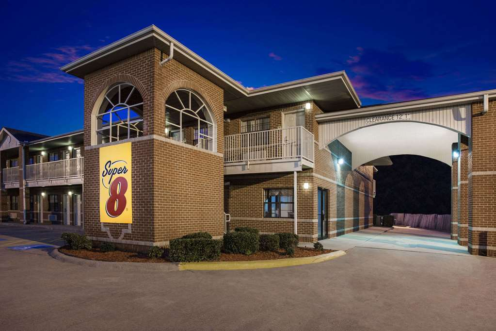 Gallery image of Super 8 by Wyndham Cabot
