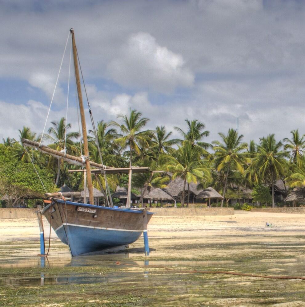 Gallery image of Driftwood Beach Club