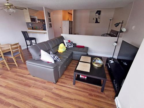 Cozy condo in downtown Edmonton with Free underground parking