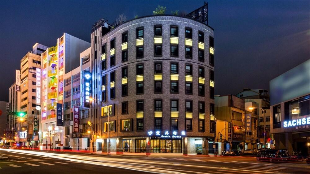 Double Pretty Hotel