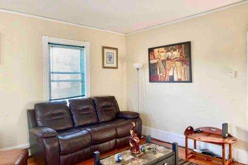 3 Bedrooms Apt Conveniently located close to DT Providence