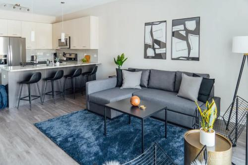 Stylish 2BR Apt in Oakbrook Perfect For Long Term OAK12