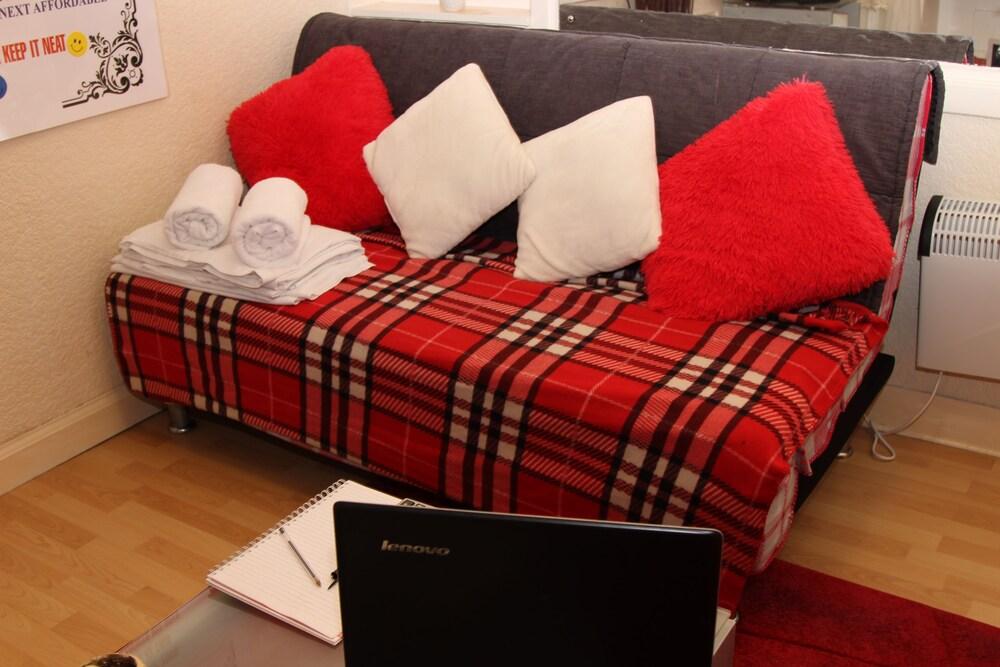 Tony Asga Hamza Apartment